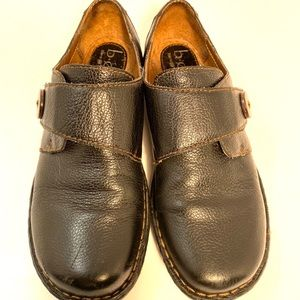 b.o.c shoes size 7 black with coconut button